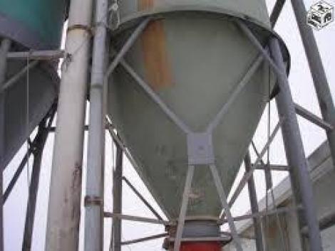 Takarmánytároló silótorony, szántóföldi permetező javítás! fotó