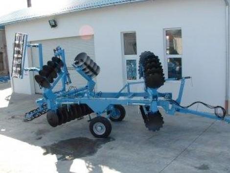 Új, elmunkálóval szerelt, hidraulikusan összecsukható, vontatott, nehéz V tárcsa eladó! fotó