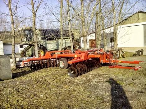Új! 6, 2 m-es NEHÉZ V-TÁRCSA 660 mm-es lapokkal közvetlenül a gyártótól! fotó