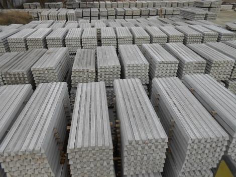 Betonoszlop Lábazati Elem Nátó Drót Vadháló Kerítésépítés Drótfonat Drótkerítés Kerítés fotó