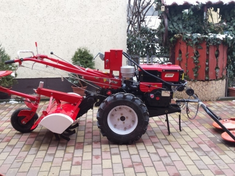Kistraktor talajmaró rotációs kapa kapálógép kasza fűnyíró traktor fotó