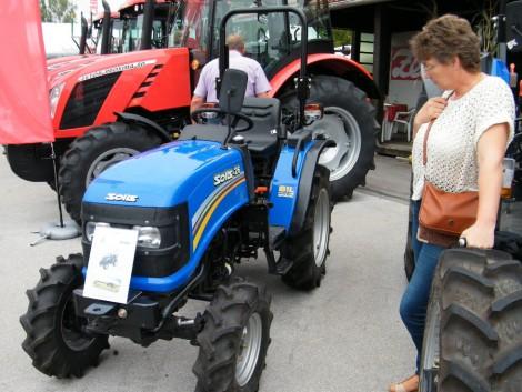 Kis traktor SOLIS 20 LE Mitsubishi 3 hengeres motorral Agrosat . fotó