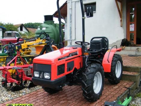 AGT 835 TS szinkron váltós kis traktor . 4WD , Lombardini motor. Agrosat fotó
