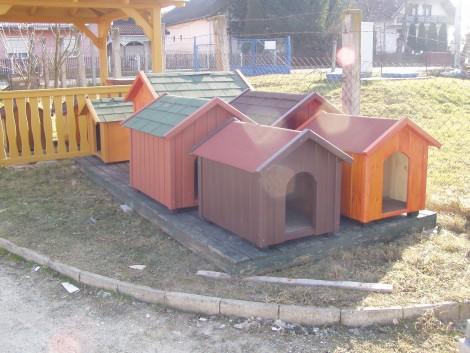 Raktárkészleti kutyaházak fotó
