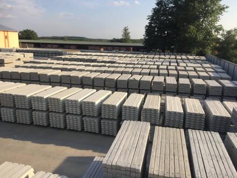 Vadháló drótfonat betonoszlop drótkerítés Kerítés építés fotó