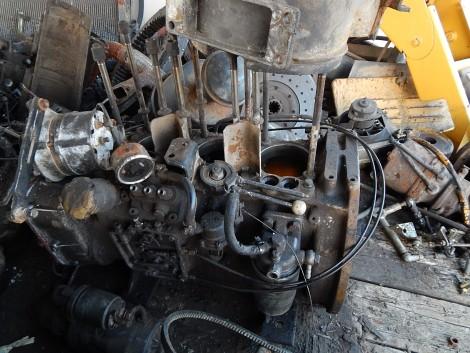 Lombardini 3 hengeres motor darabokban fotó