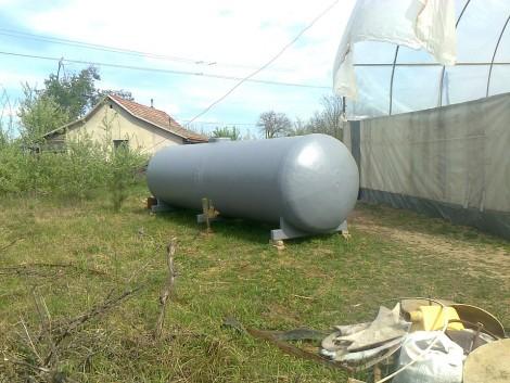 10 m3es nitrosol/víz szállító tartály, hullámtörővel, talpakkal fotó