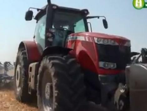 Massey Ferguson gépek húzták a Nagy Talajművelő Show munkaeszközeit! (+Video)
