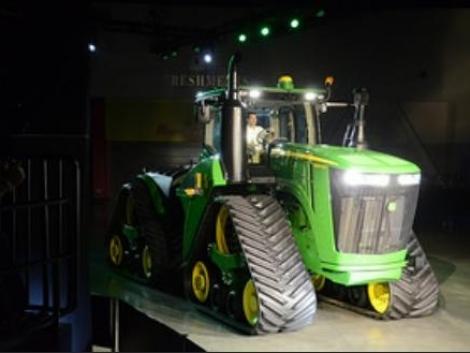 A színpadon: Az új John Deere 9 RX traktor (+Videókkal és képekkel!)