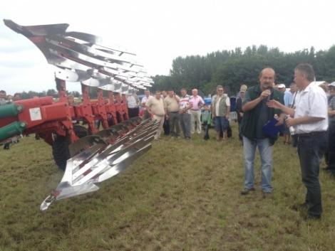 Kverneland vetőgép, rövidtárcsa, eke a Nagy Talajművelő Show szántóföldi bemutatón (+Videó!)