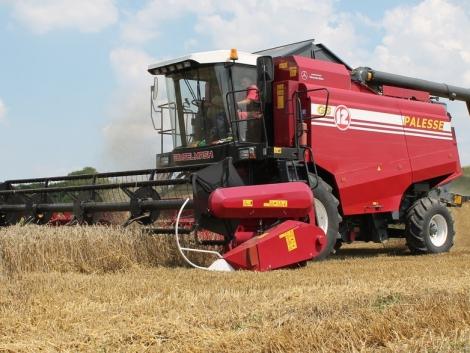 Új arató-cséplőgépek a hazai piacon