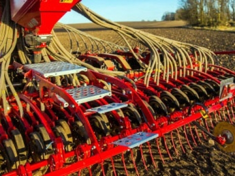 Új kiegészítők segítik a talajelőkészítést és a vetést