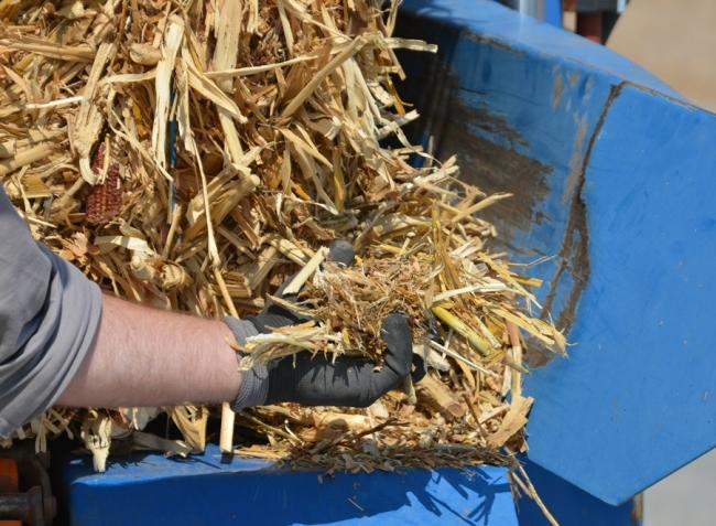 Hajtsa járművét árpaszalmával és kukoricaszárral