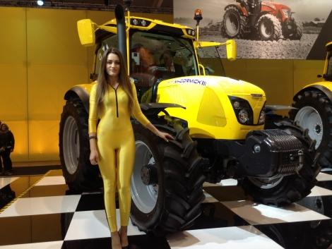 Legszebb lányok az olasz gépkiállításon (+KÉPEK!)