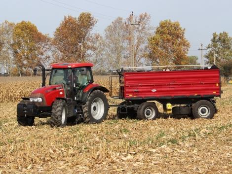 Így vezethet mezőgazdasági vontatót és lassú járművet!