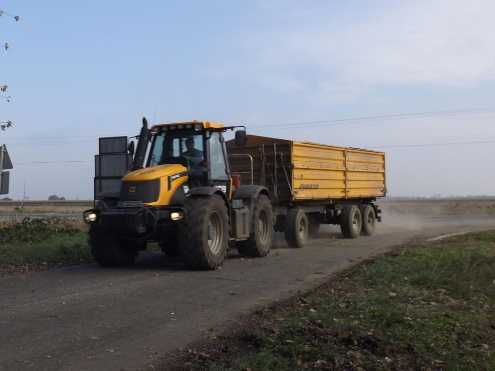 közúti közlekedés mezőgéppel
