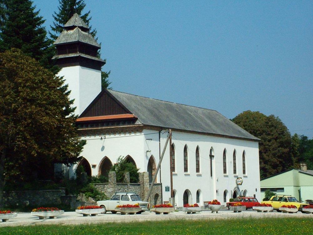 A brennbergbányai szénbányászat 100 éves évfordulójára 1930ban felszentelt Szent Borbála templom egy régebbi fotón