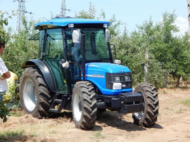 SOLIS traktor
