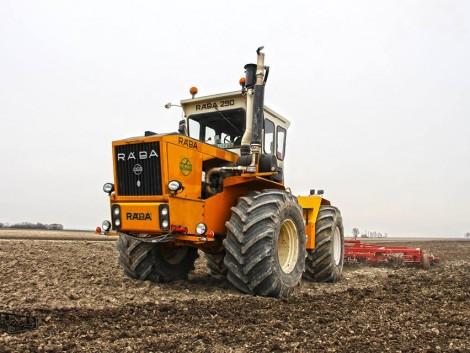 Végre a traktoroktól hangos határ