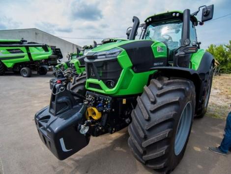 Pályázatban is elérhető traktorok parádéztak a Dorker Kft. nyílt napján