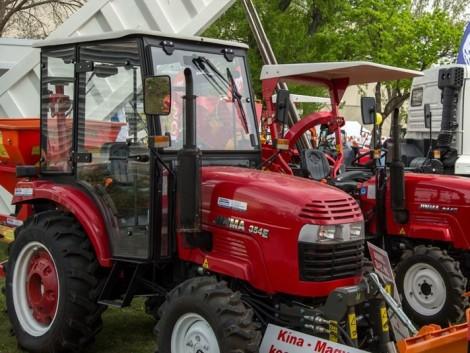 Speed-ex: kínai traktorok hasítanak magyar gyártású kabinokkal