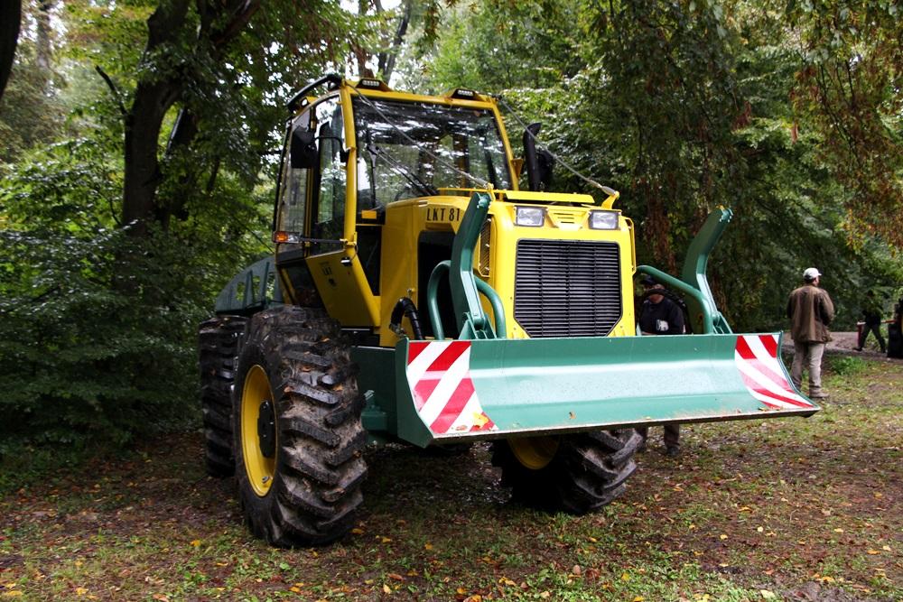 erdészeti traktor