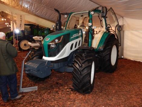 A jövő a múltban kezdődik – ARBOS traktor az AGROmashEXPO-n