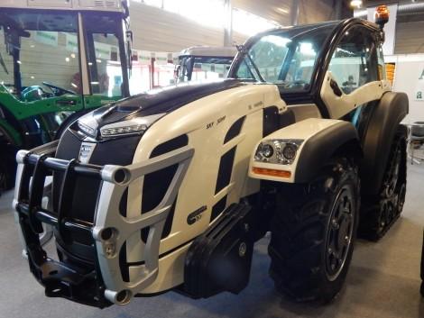 Kifogyhatatlan traktordömping a kiállításról