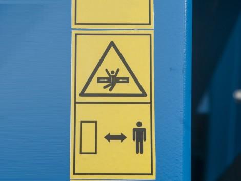 Figyelmetlenül tolatott a vetőgéppel – halálra gázolta a férfit