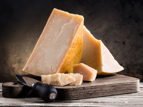 142 éves svájci sajtokat találtak
