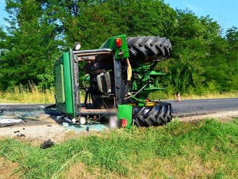 Figyelmetlenség miatt borult fel a traktor