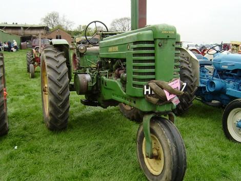Viszik a brit használt traktorokat, mint a cukrot