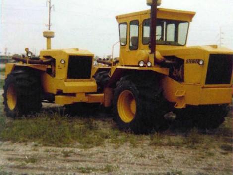 Egy Steiger traktor három motorral