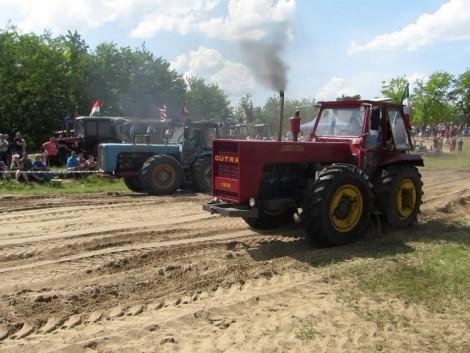 Ilyen, amikor Dutra traktorok versenyeznek (+Videók és Fotók!)