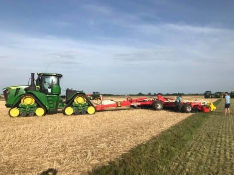 RWA Feldtag: Itt a traktorok 5000 lóerővel, a vetőmagok pedig 50 hektáron mutatkoztak be (+Videó!)
