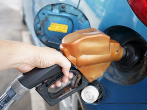 400 forint alá csökken a benzin ára