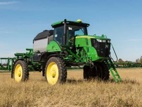 A John Deere új, könnyű permetezője kíméletes a talajjal