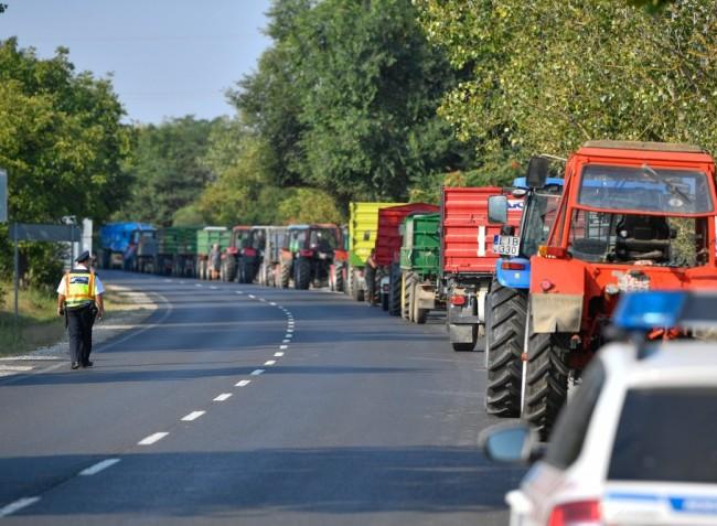 Két helyszínen is tüntetnek az almatermelők az alacsony felvásárlási ár miatt