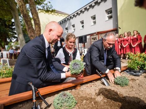 Korszerű iskolai tankertet adott át Nagy István agrárminiszter