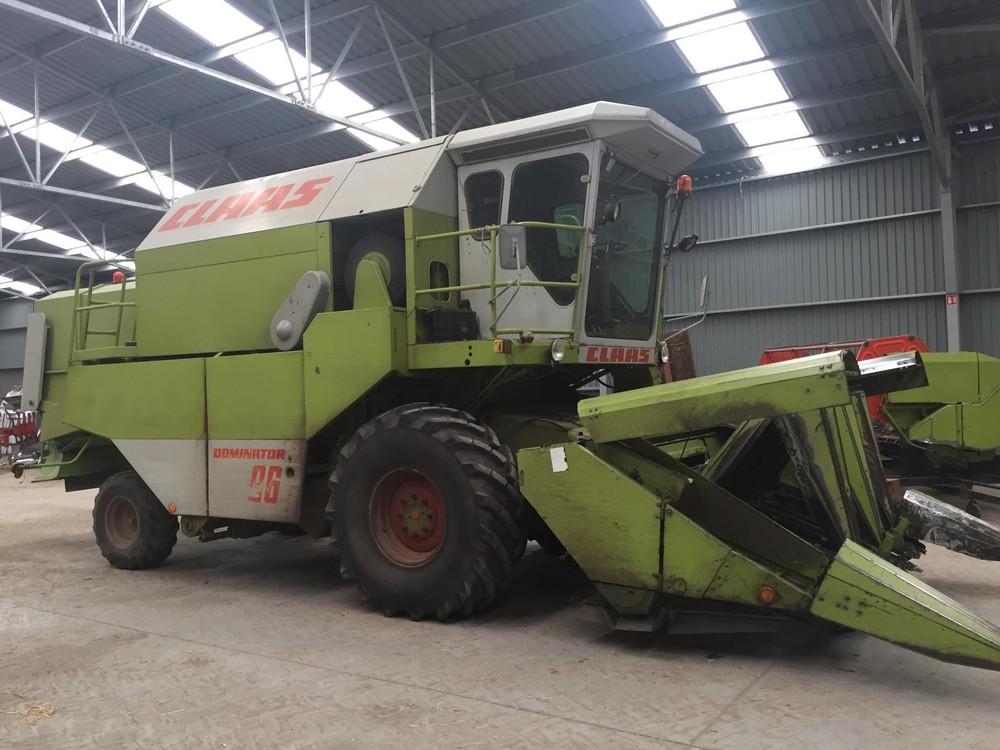 c996093532 A gép aratásból, nagyobb gép vásárlási szándék miatt eladó. Elsősorban a  gép eladó, de van hozza szállítókocsi, kukorica asztal, napraforgó asztal,  ...