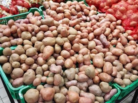 Hipermarketeket ellenőriztek: sérült vagy rosszult tárolt gyümölcsöket és zöldségeket is találtak