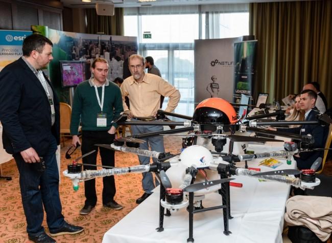 Társalkodó gépek, önállóan dolgozó robotok