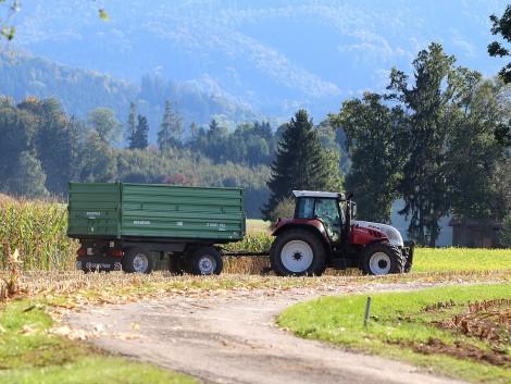 Traktornak ütközött és meghalt egy motoros Tapolcánál