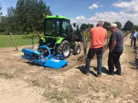 A gyümölcsösgazda kedvenc gépe: NCK automata kitérésű talajmaró – VIDEÓ!
