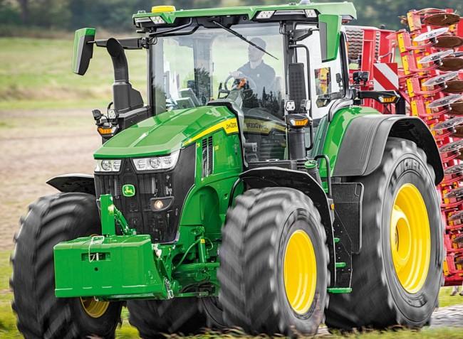 Megújul a John Deere 7R traktorcsalád is!