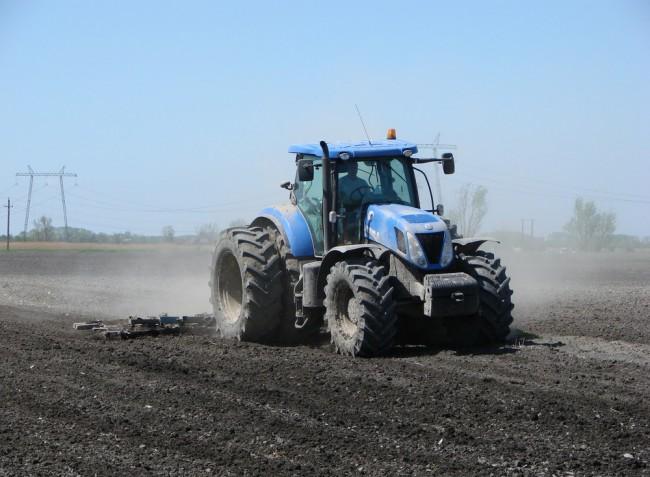 Növekvő traktorpiac és extrém munkagépek