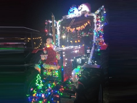 Ilyen volt idén a Szakolyi Karácsonyi Traktoros Felvonulás! – VIDEÓ!