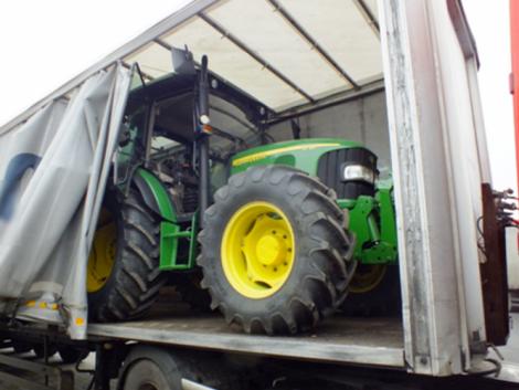 Lopott traktort kapcsoltak le a magyar határon