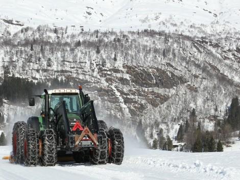 Kamion és traktor ütközött a jeges úton
