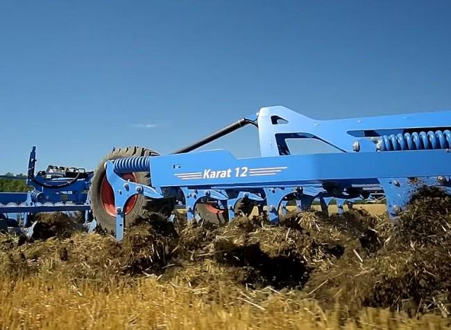 Itthon először bemutatott rövidtárcsa és kötött talajra is kiváló nehézkultivátor – VIDEÓ